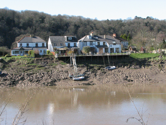 Houses with own Jetty opposite Chepstow Castle