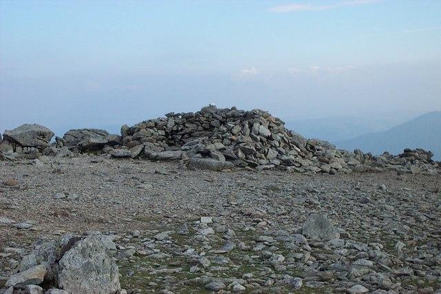 Carnedd Llewelyn summit stone shelter