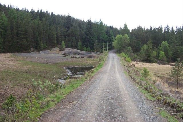 Llyn Sarnau dividing road