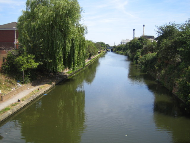 Grand Union Canal: in Hayes Town