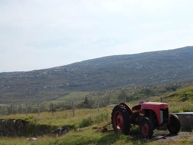 Old tractor at Na Buirgh