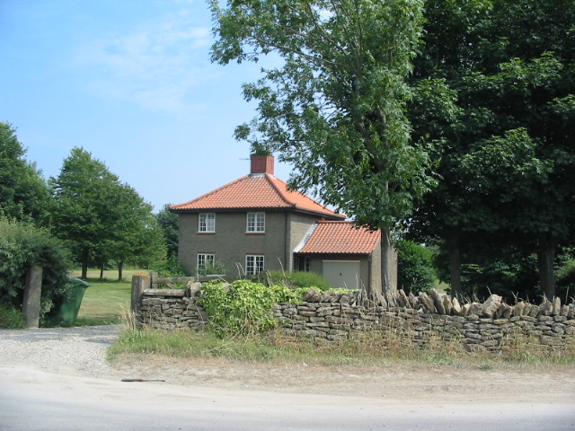 Estate gatehouse at the entrance to Wykeham Lakes