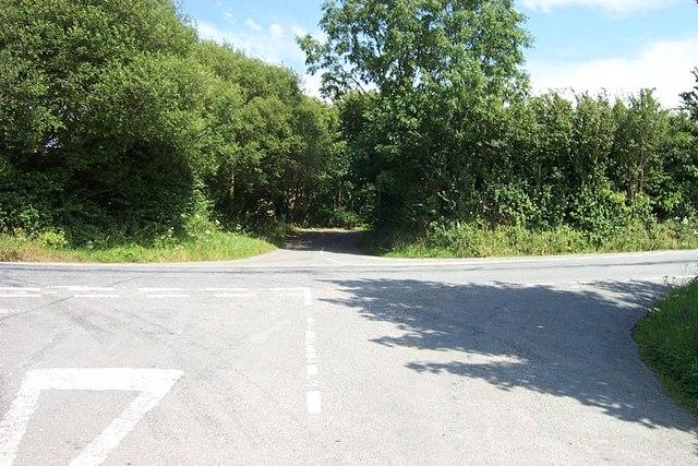 Crossroads near Plas Isa