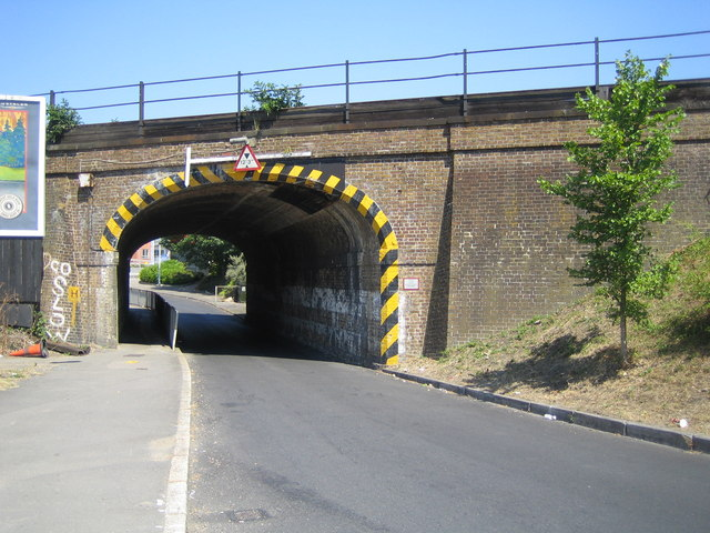 Slough: Burnham Lane railway bridge