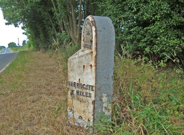 Milestone, A61, Moor End