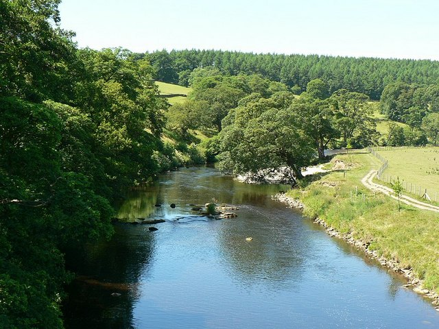River Wharfe looking west from aqueduct