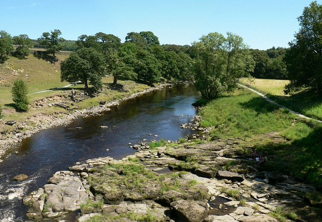 River Wharfe looking east from aqueduct