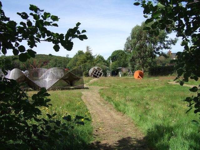 Sculpture garden, Dinas Cross