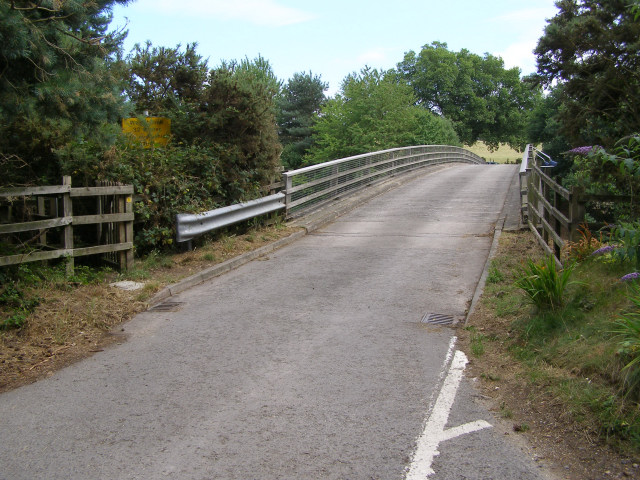 Bridge over the M27 east of Bunker's Hill