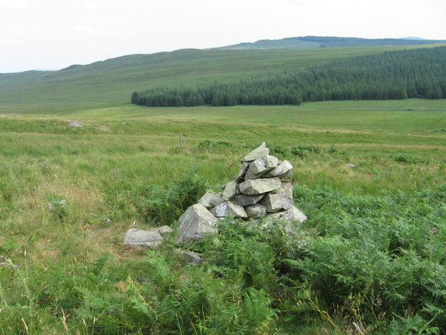 Cairn on approach to Clenrie track