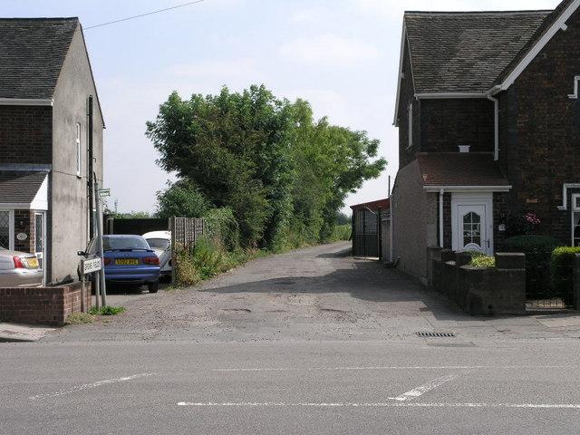 Bridleway Between the Houses