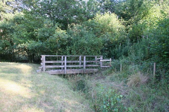Footbridge near Bear's Wood