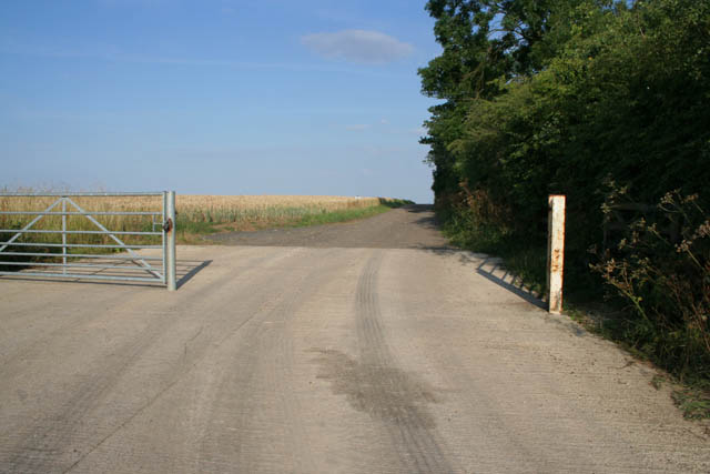 Farm road off Wood Lane, near Tugby