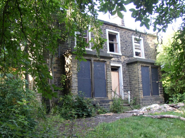 Derelict house, Carr House Lane, Shelf