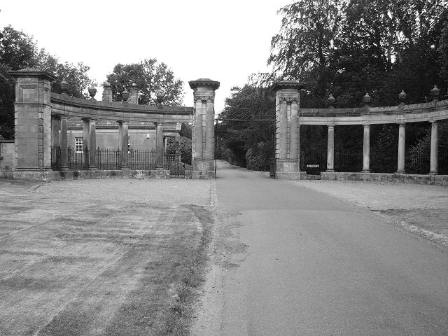 Gateway, Hopetoun House