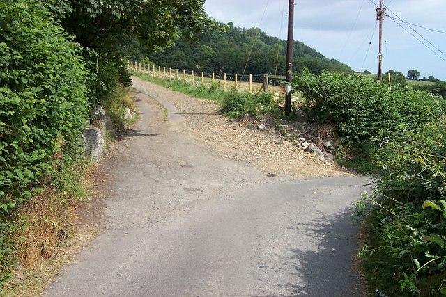 Road Junction near Llwyn-onn