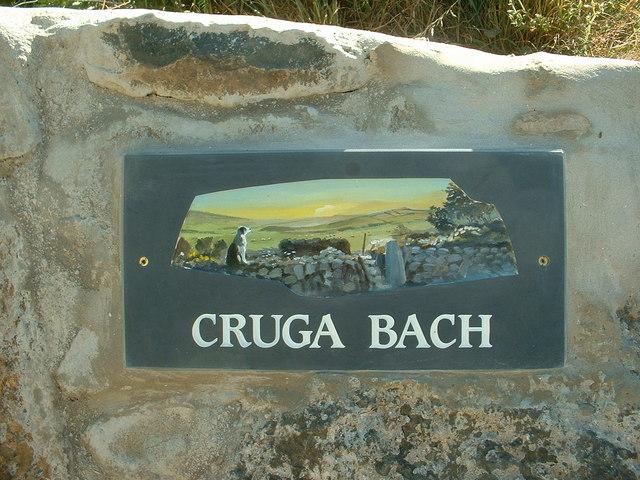 Gate sign for Cruga Bach