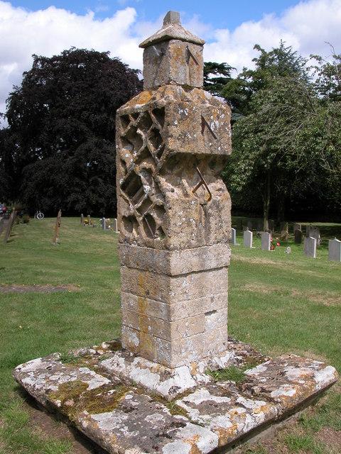 Sundial, Elmley Castle churchyard