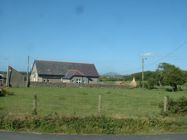 School near Llidiardau