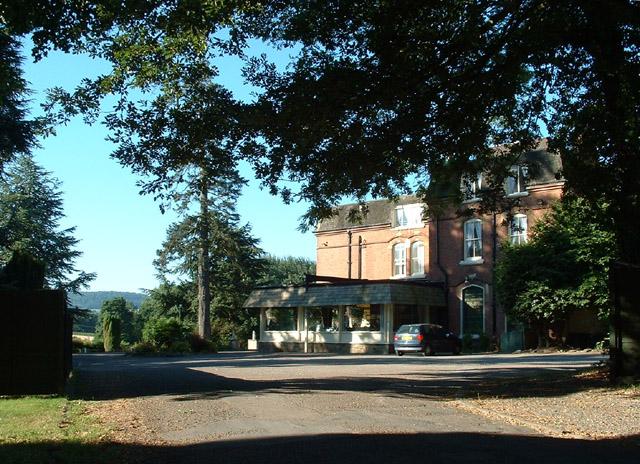 Graftonbury Garden Hotel