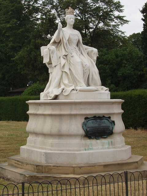 Queen Victoria, statue in Kensington Gardens