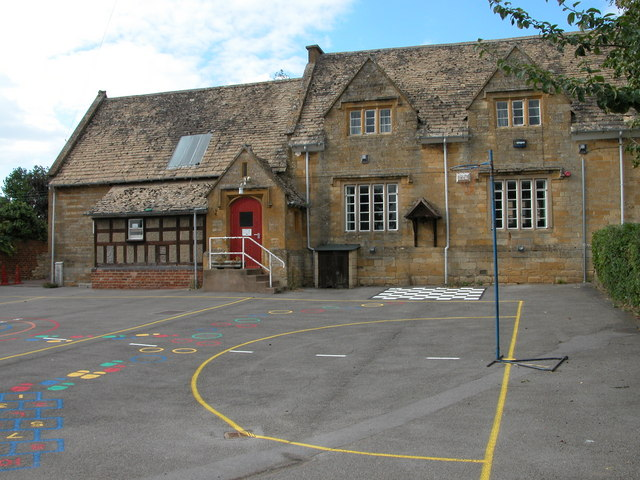 Oak Hill Primary School, Alderton © Philip Halling :: Geograph