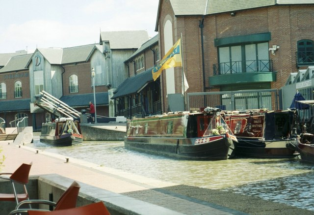 Oxford Canal and Castle Quay Shopping Centre, Banbury