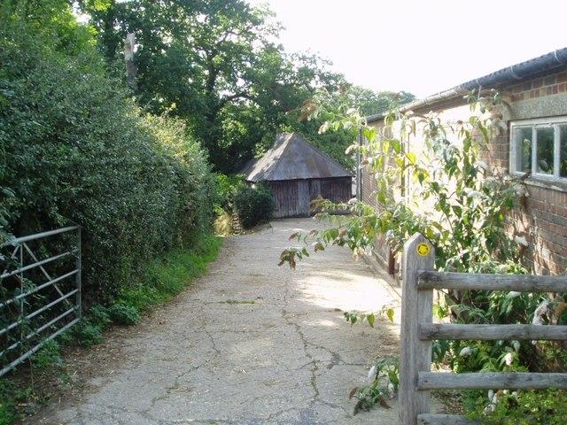 Footpath through Twyford Farm