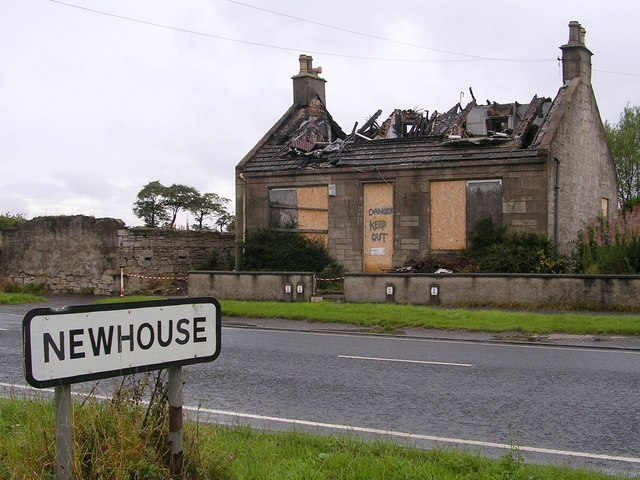 Broken down old house at newhouse chris upson cc by sa 2 for Newhouse sheds