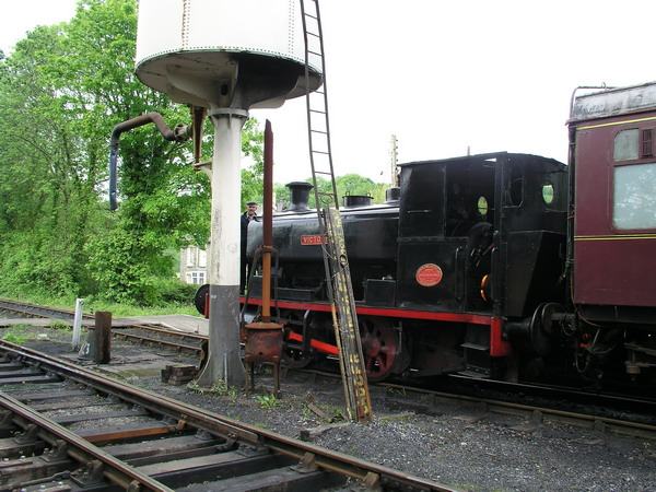 Steam loco Victory at Bronwydd Arms