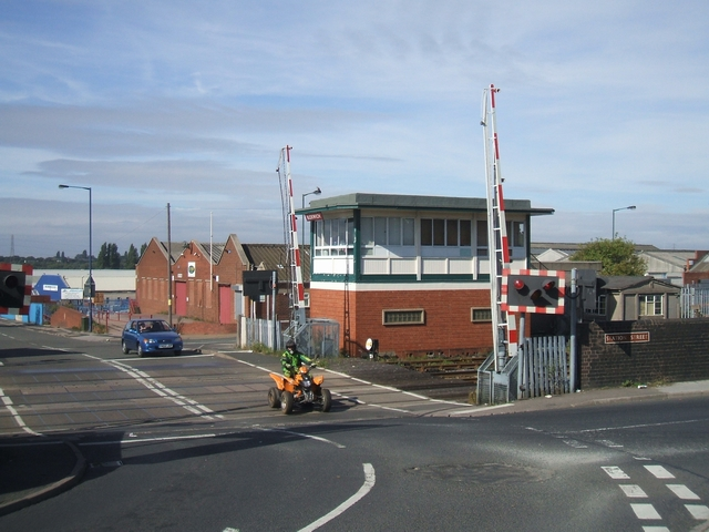 Level crossing on Willenhall Lane