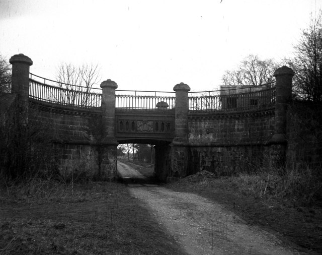 Aqueduct over Kynnersley Drive, Shropshire.