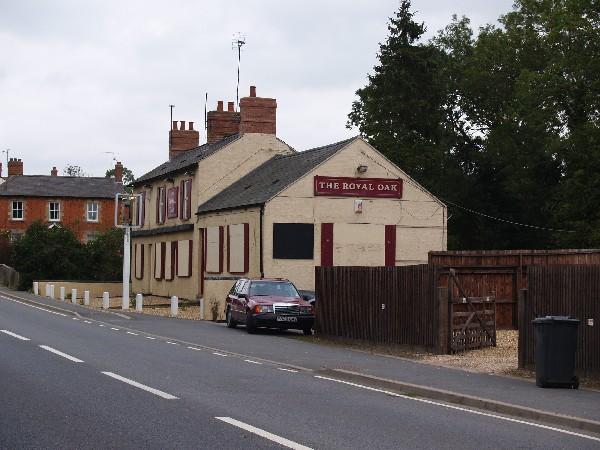The Royal Oak (A413)