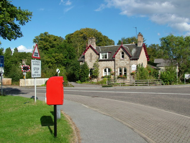 Level Crossing, Post box and B & B at Brodie