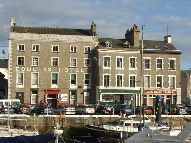 The Douglas Hotel On Harbour