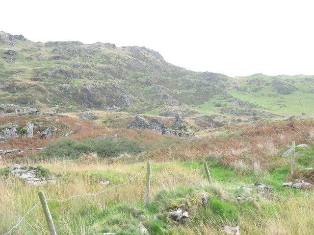 Bwlch y Rhiwiau and the ruins of Maes-y-llech-uchaf