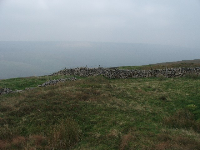 Dry Stone Walls Meet above Cow Close.