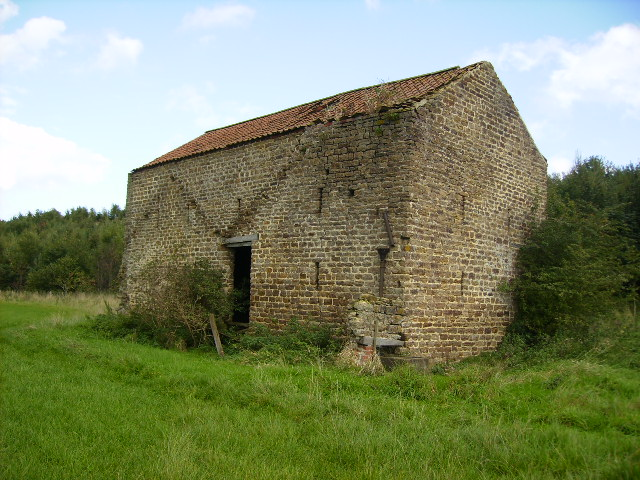 Barn alongside footpath 1Km west of High Stittenham