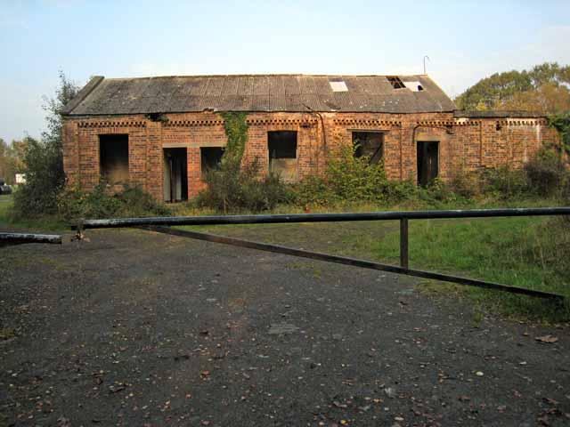 Disused building at Mains of Dalquharran