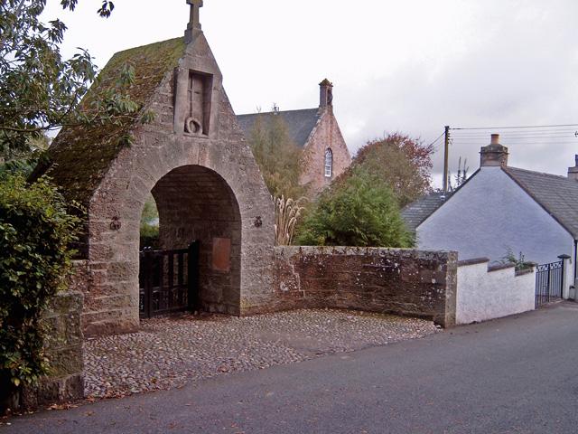 War Memorial Arch, Dyke