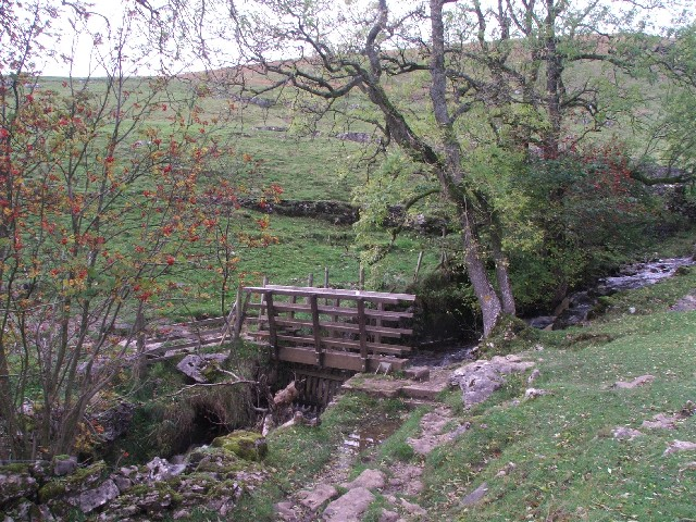 Footbridge over Crook Gill.