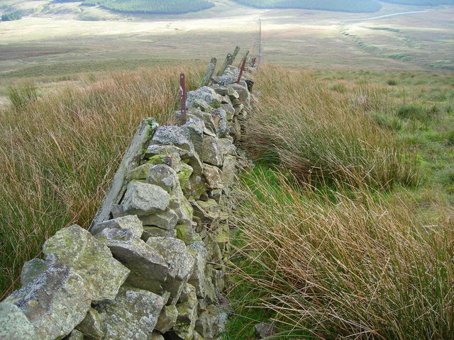 Stone wall on Holehead