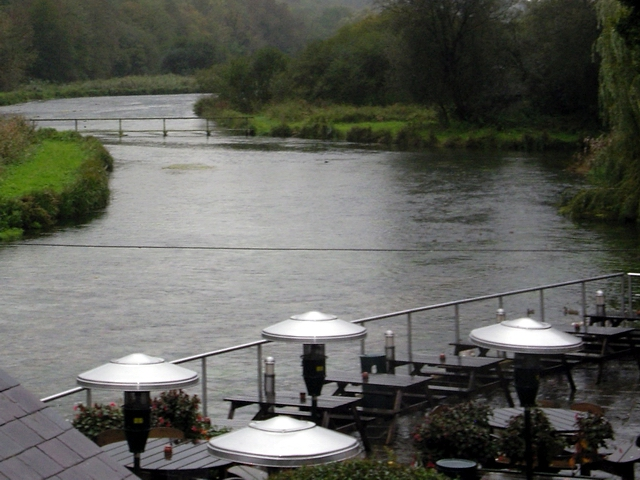 River Test passes the Mayfly public house