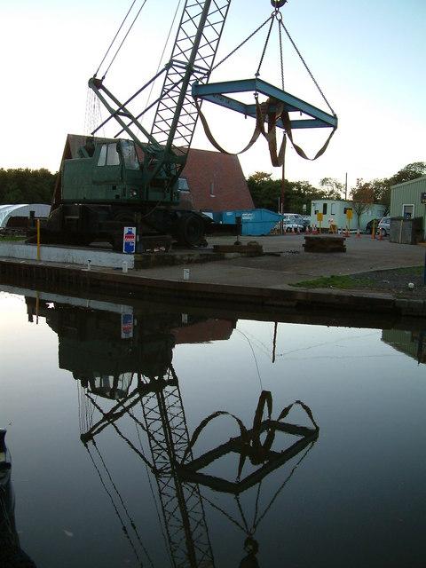 Narrowboat Hoist, Alvechurch Marina