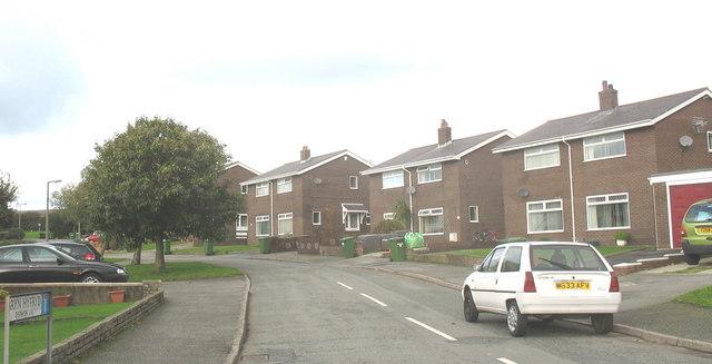 Ffordd Bryn Hyfryd, Hendre Estate