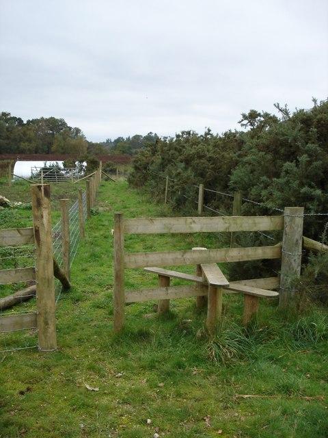 Stile on footpath to Plumley Farm