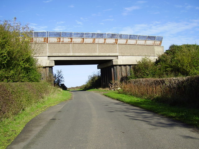 Railway Bridge near Crowden Hill
