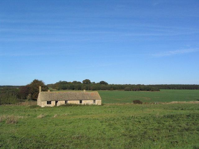 Deserted farm building south of Bushey Wood