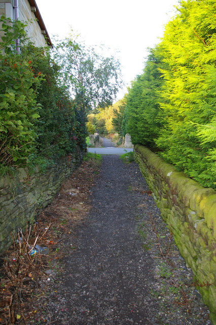 Eaves Lane (footpath), looking  towards Heptonstall village from Hell Hole Rocks