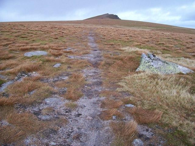 Path between Carn Ban Mor and Sgor Gaoth